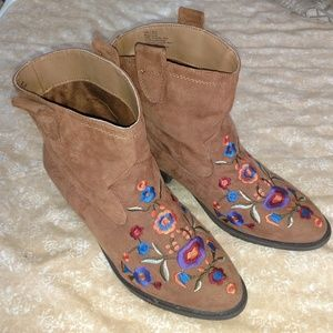 Mudd 'Cheyenne' for Kohls embroidered booties  9M